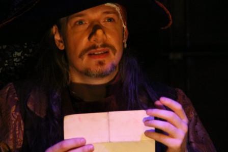 Cyrano (lisant) : « Roxane, adieu, je vais mourir. »  (2011)