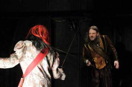 Cyrano : « Élégant comme Céladon, habile, comme Scaramouche, je vous préviens, cher Myrmidon, qu'à la fin de l'envoi, je touche. »