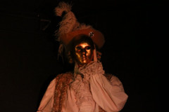 Dom Juan derrière un masque d'or
