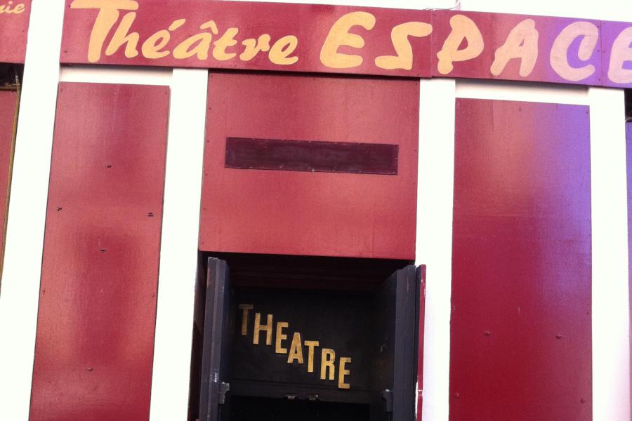 Enseigne du Théâtre Espace Marais
