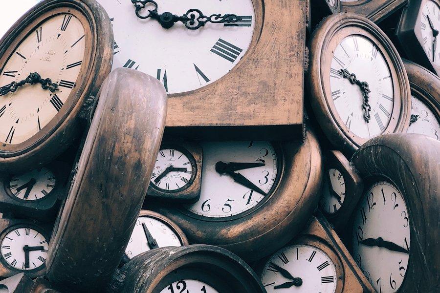 Horloges de la gare Saint Lazare par Jon Tyson sur Unsplash.com